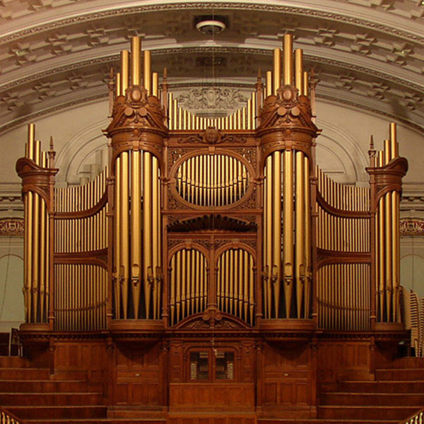 Gordon Stewart plays the organ of Pietermaritzburg City Hall